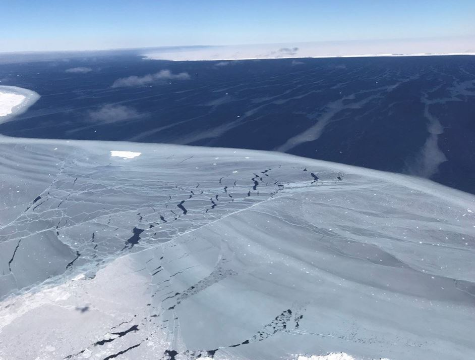 iceberg larsen C A-68 antarctique