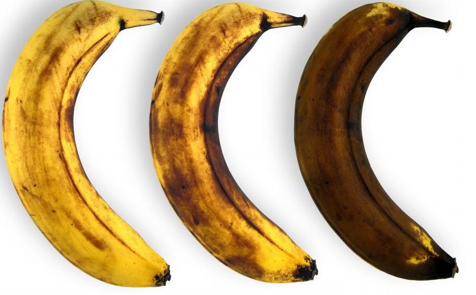 Pourquoi une pomme coupée ou la peau des bananes brunissent-elles à l'air libre ?