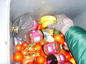 Gaspillage alimentaire fruits intacts