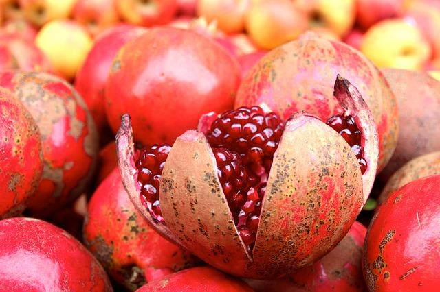 grenade ouverte arille fruit charnu