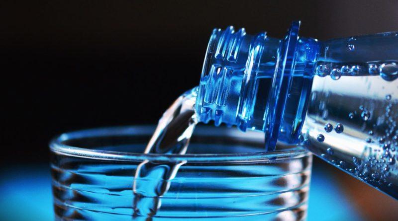 Microplastiques dans eau bouteilles